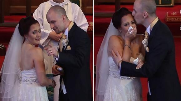 Lo sposo ferma la cerimonia e chiede alla moglie di girarsi. Quello che vede la commuove fino alle lacrime
