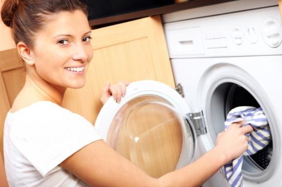 Aceto in lavatrice: come usarlo come ammorbidente e anticalcare