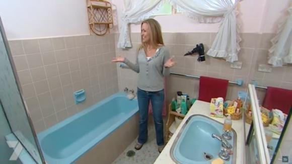 Il suo bagno era in condizioni terribili. Ecco come l'ha trasformato spendendo pochissimo