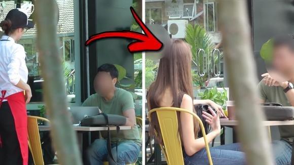 Una modella si traveste da brutta cameriera e mette alla prova un cliente. Ecco la reazione dell'uomo