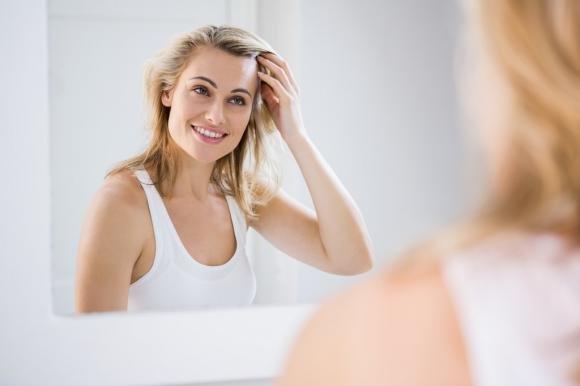 Prurito al cuoio capelluto: cause, sintomi e rimedi