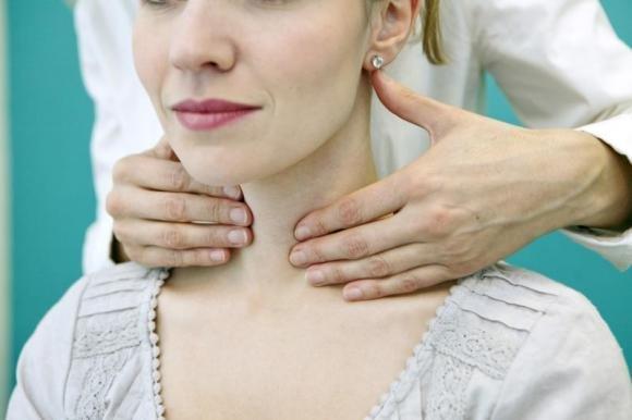 Tiroidite di Hashimoto: sintomi, diagnosi e cura