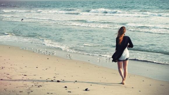 Beach Walking: ecco perchè camminare in spiaggia fa bene