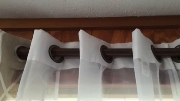 Ecco cosa usare al posto dei classici bastoni per le tende. Risparmierete un sacco di soldi!