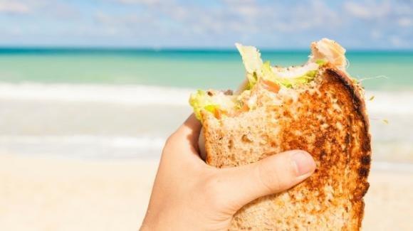 Pranzo in spiaggia: idee sfiziose per panini farciti da portare a mare