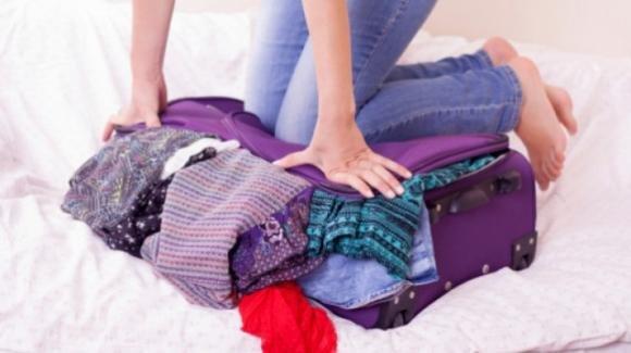 Capi stroppicciati in valigia? Un metodo veloce per stirare durante le ferie