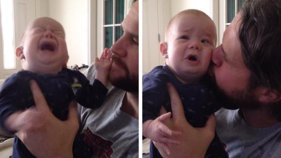 Questo bimbo sordo e cieco non smette di piangere. Il suo papà riesce a calmarlo in modo dolcissimo