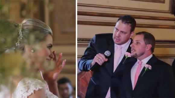 """Un uomo inizia a cantare """"Hallelujah"""" alla sua sposa. Poi altri invitati in chiesa si aggiungono a lui"""