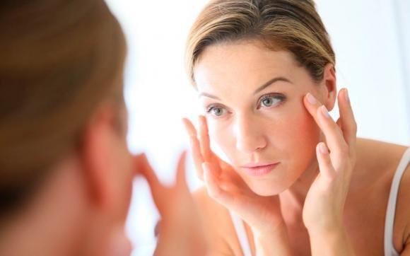 Macchie scure sulla pelle: come eliminarle e rimedi naturali