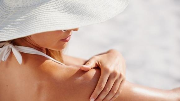Come realizzare un doposole naturale perfetto per viso e corpo