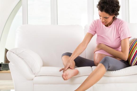 Formicolio alle gambe in gravidanza: cause e rimedi