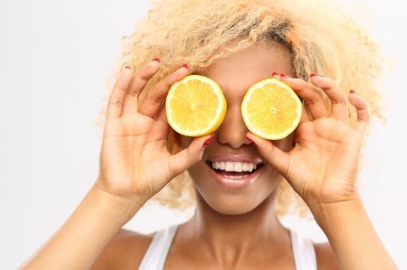 Verruche, punti neri e macchie della pelle: come eliminarli in modo naturale
