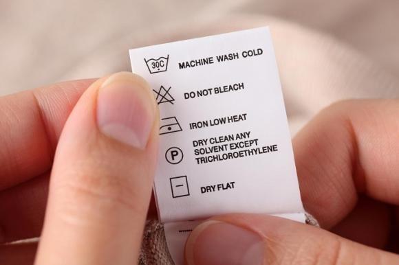 Simboli lavaggio: come leggere le etichette per non rovinare i vestiti