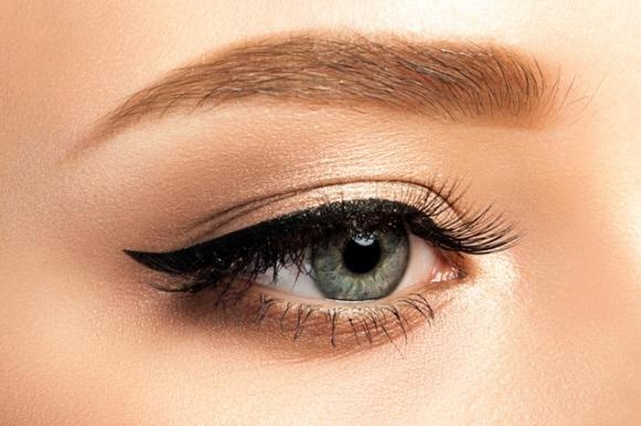 Eyeliner: consigli su come applicarlo