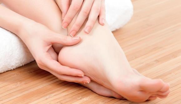 Occhio di pernice al piede: cause, sintomi, cure e rimedi naturali