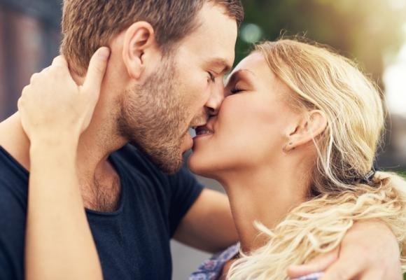 Come baciare bene un uomo e farlo impazzire subito