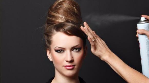 Lacca per capelli fai da te: come farla a casa in modo naturale