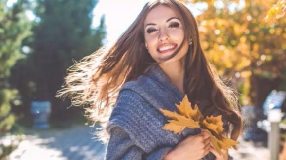 Capelli secchi e fragili in autunno. Come curarli con rimedi naturali