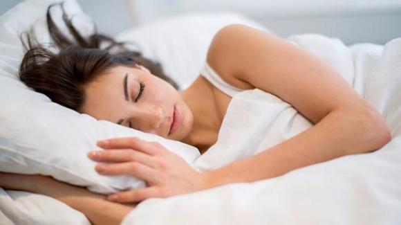Posizioni per dormire bene la notte: le migliori e le peggiori