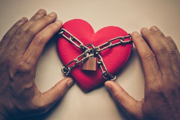 Sindrome di Stoccolma in amore: sintomi, cura e come uscirne