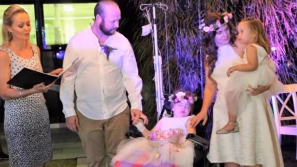 Avverano il sogno della figlia malata terminale che voleva fare la damigella al loro matrimonio