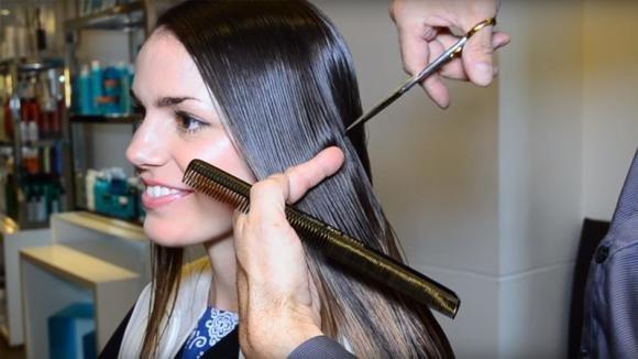 Sfida il suo cancro e decide di tagliare i suoi lunghi capelli. Dopo il taglio è irriconoscibile!