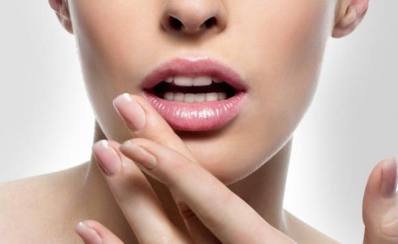 Afte in bocca: cause e rimedi naturali