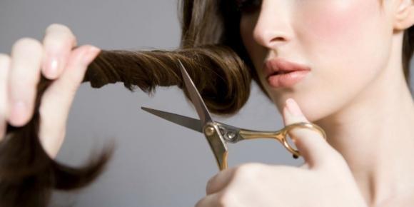 Come tagliare i capelli da sola senza sbagliare