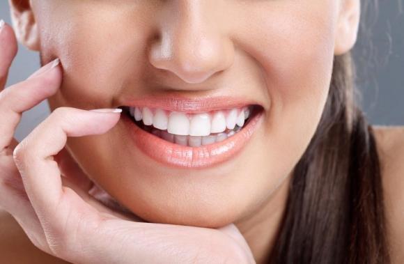Come sbiancare i denti con il bicarbonato