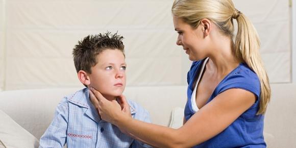 Parotite: sintomi iniziali, cura e contagio degli orecchioni