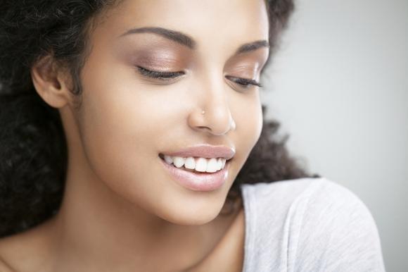 Piercing al naso: come farlo, quanto costa e consigli
