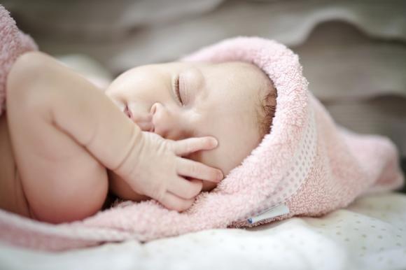 Singhiozzo nei neonati: cause e rimedi naturali efficaci