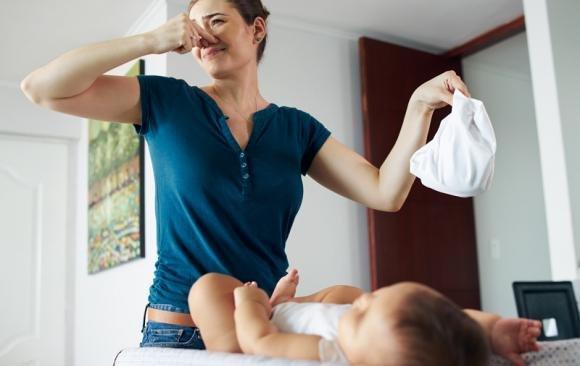 Feci verdi nei neonati e negli adulti: cause più comuni e quando preoccuparsi