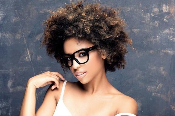 Tagli cortissimi ricci: idee per donne con capelli corti alla moda