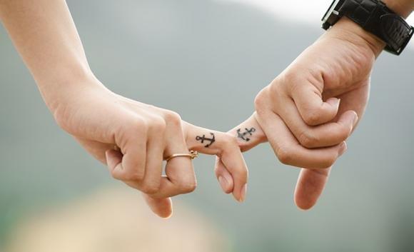 Tatuaggi di coppia: idee creative, significato e dove farli