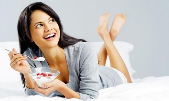 Dieta dello yogurt: come funziona e menu settimanale