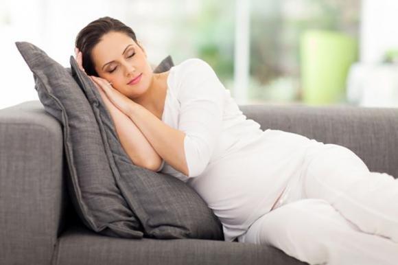 Mal di pancia in gravidanza: le cause, i rimedi e quando..