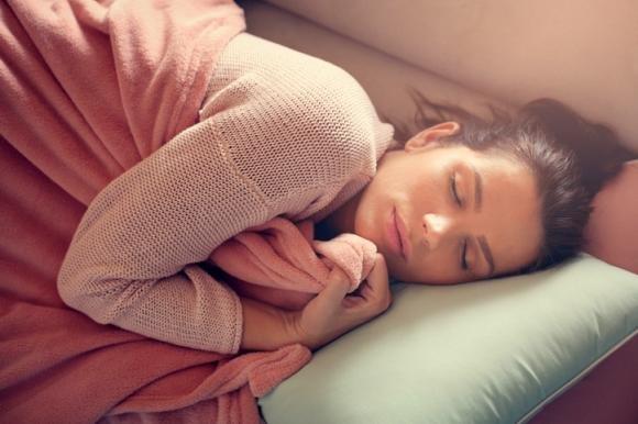 Melatonina per dormire: come assumerla ed effetti collaterali