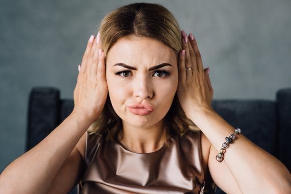 Come correggere le orecchie a sventola: otoplastica e altri rimedi