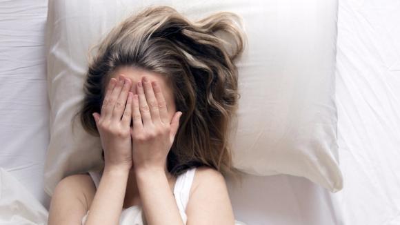 Paralisi del sonno: cos'è, cause principali e rimedi
