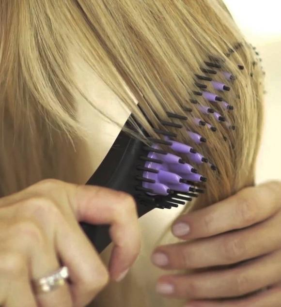 Come si usa la spazzola lisciante per capelli