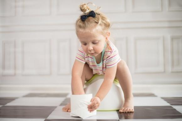 Vermi nelle feci dei bambini: sintomi, cause e rimedi