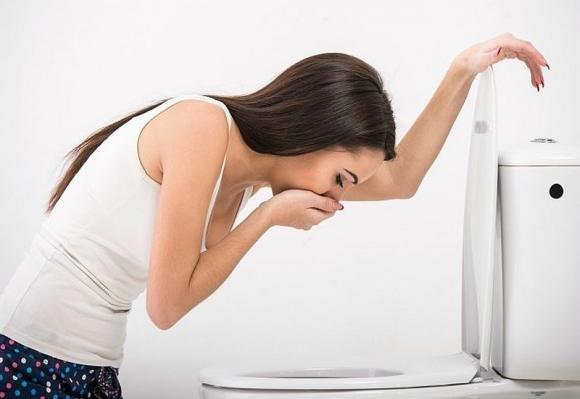 Vomitare sangue: cause principali e cosa fare in caso di ematemesi