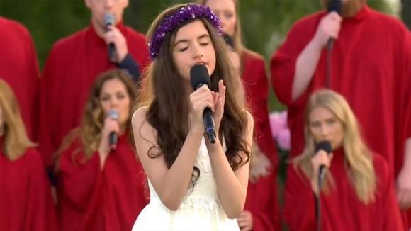 Inizia a cantare un brano di Elvis: la performance di questa 11enne è stupenda!