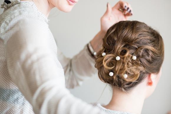 Acconciature capelli ricci: idee eleganti per la sposa