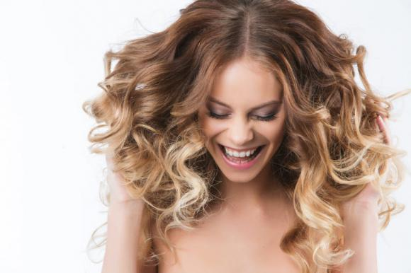 Come fare i capelli ondulati: trucchi e consigli