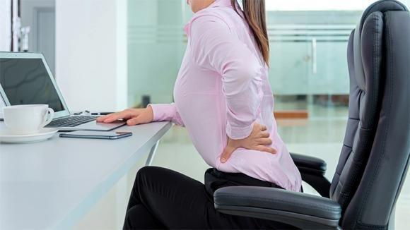 Mal di schiena lombare: cause, rimedi ed esercizi da fare