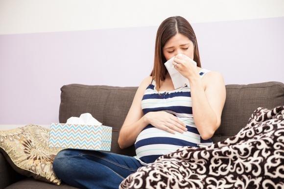 Come curare il raffreddore in gravidanza in modo naturale