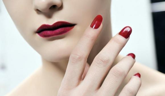 Come curare e rendere sane le unghie lunghe