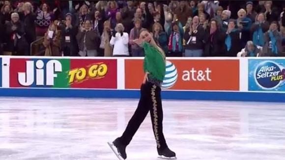 Un pattinatore olimpico balla la Riverdance sul ghiaccio: la sua esibizione è da standing ovation